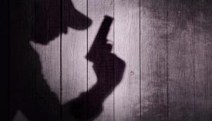 पिता ने गोली मारकर दो बेटियों को उतारा मौत के घाट, मोबाइल बना हत्या की वजह