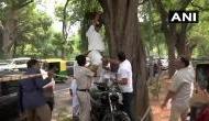 'राहुल गांधी न दें इस्तीफा'.. कहकर कांग्रेस कार्यकर्ता फांसी लगा देने जा रहा था जान