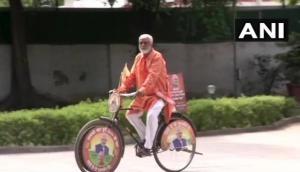 PM Modi meets Amreli man who cycled to Delhi celebrating BJP's poll victory