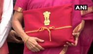 निर्मला सीतारमण ने तोड़ी 1860 से चली आ रही परंपरा, ब्रीफकेस में नहीं लाल रंग के कपड़े में आया बजट दस्तावेज