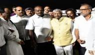कर्नाटक में राजनैतिक संकट जारी, कुमारस्वामी ने बेंगलूरू पहुंचते ही पार्टी नेताओं संग की बैठक