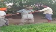 जंजीर से पीट-पीट कर वृद्ध व्यक्ति को किया लहूलुहान, बिजली चोरी का संदेह