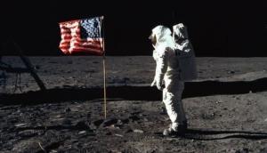 दुनिया जल्द किसी महिला यात्री को चंद्रमा की सतह पर चलते देखेगी