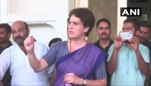 सोनभद्र हिंसा: 24 घंटे के बाद पीड़ितों से मिलकर प्रियंका गांधी ने धरना किया समाप्त