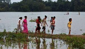 मुंबई और केरल में भारी बारिश से बिगड़े हालात, यूपी के 17 जिलों में बाढ़ का कहर