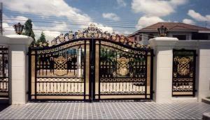 अगर इस रंग का है आपके घर का मुख्य द्वार, तो आज ही बदल लें, वरना खुशियां में लग सकता है ग्रहण