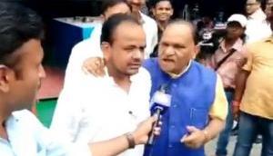 Video: BJP मंत्री ने मुस्लिम विधायक से जबरन लगवाए 'जय श्री राम' के नारे, नहीं लगाया तो ऑन कैमरे पर...