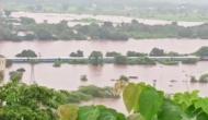 Video: मुंबई में भारी बारिश के बाद बाढ़ में फंसी महालक्ष्मी एक्सप्रेस, अटकी 700 लोगों की जान