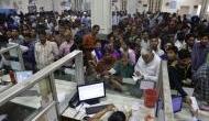 'मोदी सरकार लोगों के खाते में डाल रही है 15-15 लाख', बैंकों के बाहर लगी लंबी लाइन