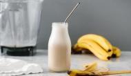 दूध और केला साथ खाने वाले हो जाएं सर्तक, वरना ये बन सकता है जहर