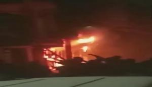 दिल्ली के बहुमंजिला इमारत में लगी आग, 6 लोगों की मौत, 11 घायल