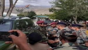 आजादी का जश्न मनाने आर्मी ड्रेस में लद्दाख पहुंचे महेंद्र सिंह धोनी