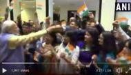 Video: भूटान में PM मोदी को देख इतने उत्साहित हुए अप्रवासी भारतीय, हाथ मिलाने के लिए लगाई लाइन