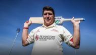 ऑस्ट्रेलियाई बल्लेबाज ने तेज रफ्तार बाउंसर आती देख गेंद पर दे मारा सर फिर..