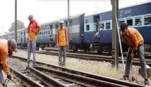 IIT मुंबई से किया स्नातक अब रेलवे में ज्वाइन की ग्रुप- D की नौकरी