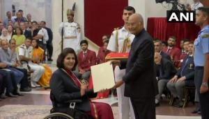 खेल रत्न पाने वाली पहली महिला पैरा एथलीट बनी दीपा मलिक, सीने के नीचे का शरीर है संवेदनशून्य