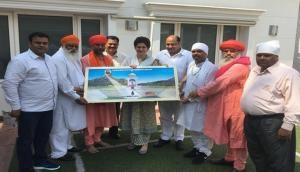 Delhi: Delegation of Guru Ravidas Mandir Rebuilding Committee meets Priyanka Gandhi