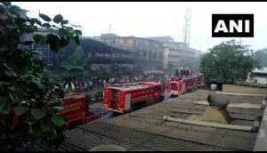 गुजरात: सूरत की कपड़ा फैक्ट्री में लगी भीषण आग, फायर ब्रिगेड की 18 गाड़ियां मौके पर पहुंचीं
