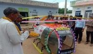झोपड़ी में रहने वाले छात्र ने किया कमाल, बाइक के इंजन से बना दिया हेलीकॉप्टर, देखें वीडियो