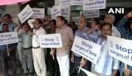 बैंकों के मर्जर के विरोध में सड़क पर उतरे बैंक कर्मचारी