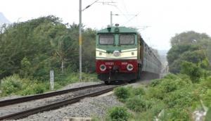 ग्रामीण की सूझबूझ से टला बड़ा हादसा, टूटा रेलवे ट्रैक देखकर लाल चुनरी दिखा रुकवाई ट्रेन