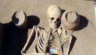 2,100 साल पहले भी किया जाता था iphone का इस्तेमाल! कंकाल के साथ मिला फोन, देखें फोटो