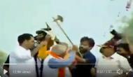 Video: हाथ में फरसा लेकर बेकाबू हुए मनोहर लाल खट्टर, अपने ही नेता को बोला- काट दूंगा तेरी गर्दन