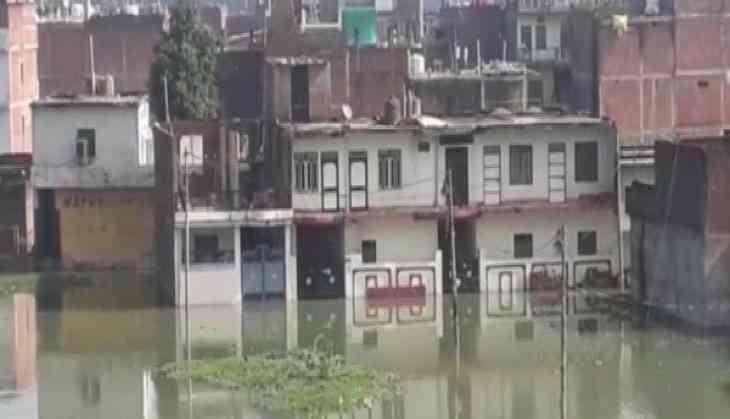 UP: Flood like situation looms over Prayagraj, people take shelter on roofs