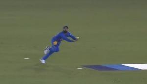 Video: विराट कोहली ने 'सुपरमैन' बन हवा में पकड़ा जबरदस्त कैच, देखकर हैरान हो जाएंगे आप