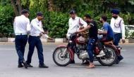 चप्पल पहनकर और शर्ट की बटन खोलकर चला रहा था गाड़ी, ट्रैफिक पुलिस ने काटा इतना भारी चालान