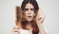 अगर आपके भी तेजी से झड़ रहे हैं बाल तो न करें नजरअदांज,  हो सकती हैं ये गंभीर बीमारियां