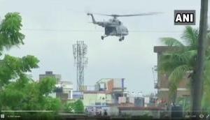 Video: बाढ़ के कहर में फंसे लोगों के लिए खुदा बने IAF के जवान, हेलीकॉप्टर से पहुंचाया राशन-पानी