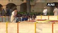 'वो महात्मा गांधी को हटाकर RSS को देश का प्रतीक बनाना चाहते हैं'