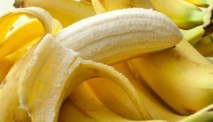 अगर सेहत में चाहते हैं जादुई सा असर, तो सोने से पहले उबालकर खाएं केला