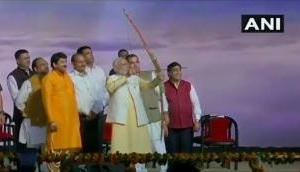 Video: PM मोदी ने 107 फीट के 'रावण' का किया दहन, कहा- हमारे रगों में धड़कते हैं देश के उत्सव