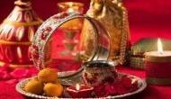Karwa Chauth 2020:  करवाचौथ पर इन आसान तरीकों से सजाएं अपनी पूजा की थाली, ये रहा आइडिया