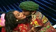 VIDEO: शो के बीच में नेहा कक्कर को इस कंटेस्टेंस ने किया जबरन Kiss, आदित्य नारायण सहित बाकी के लोग हो गए हैरान