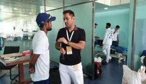 विश्व कप के बाद पहली बार भारतीय ड्रेसिंग रूम में नजर आए धोनी, टीम इंडिया के खिलाड़ियों से की मुलाकात