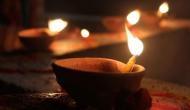 अगर खोलना है आपको अपनी किस्मत के द्वार, तो घर में रोज जलाएं दीपक