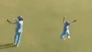 Video: हरमनप्रीत कौर ने 'सुपरवुमनिया' बनकर एक हाथ से लिया शानदार कैच