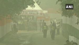 दिल्ली में दम घोटू प्रदूषण से परेशान हैं लोग, पर्यावरण मंत्री चाहते हैं आप सुने संगीत!