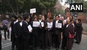 Lawyers protest outside SC, demand enforcement of Lawyers Protection Act