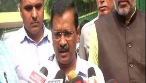 Delhi: CM Kejriwal carpools with ministerial colleagues on first day of odd-even