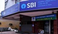 ATM से पैसे निकालते समय जेब में मोबाइल नहीं रखने वालों को SBI का ये खास संदेश