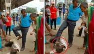 Video: प्लेटफार्म पर बेहोश पड़े व्यक्ति को रेलवे अधिकारी ने लात मारकर और चप्पल सुंघाकर उठाया