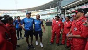बांग्लादेश के खिलाफ निर्णायक मैच से पहले टीम इंडिया ने वायु सेना के 'योद्धाओं' से की मुलाकात
