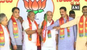 कर्नाटक: कांग्रेस-JDS के 15 बागी विधायक BJP में हुए शामिल, SC दे चुका है बड़ी राहत