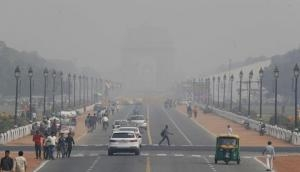 Delhi pollution: Air quality in national capital remains 'very poor', index crosses 350 mark