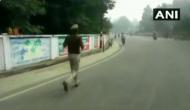 Video: ट्रांसफर से गुस्साए दरोगा जी, विरोध में लगा दी 65 किलोमीटर की दौड़ लेकिन बीच रास्ते में..