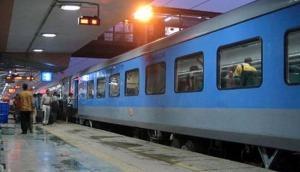 रेल टिकट चेकर ने बनाया रिकॉर्ड: बिना टिकट यात्रियों से 2019 में वसूले 1.51 करोड़